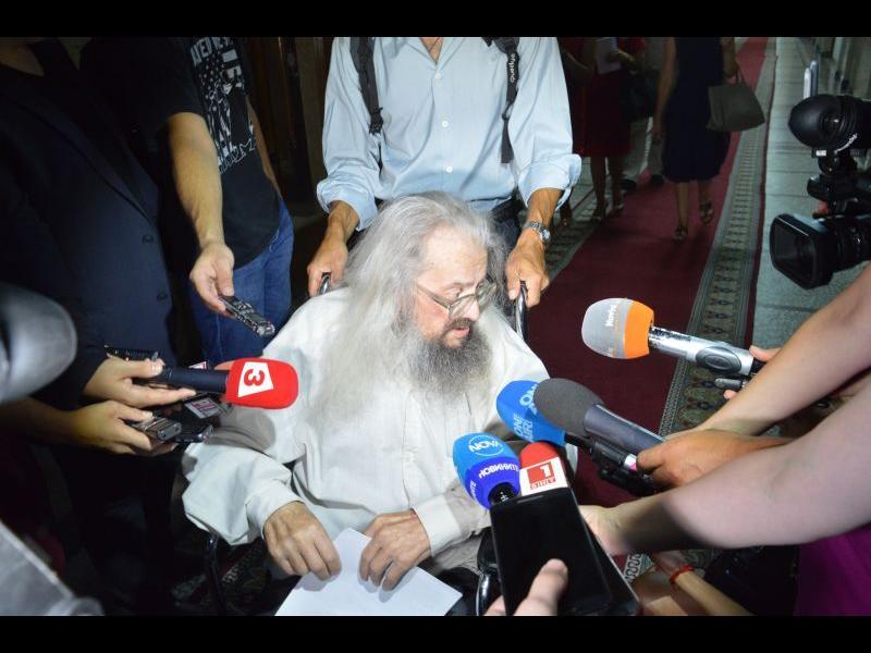 """Висш чиновник плаши Босия със съд. """"Имам доказателства"""", отвърна общественикът"""