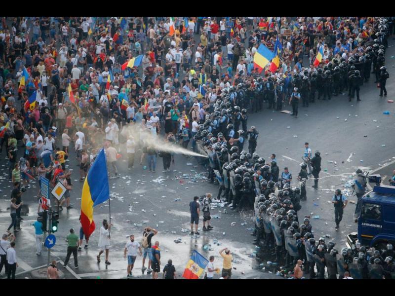 Протестите в Румъния не стихват, Брюксел настоя за отказ от спорните реформи