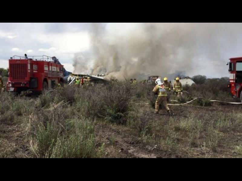 Самолет се разби в Мексико: нито един загинал, 85 ранени