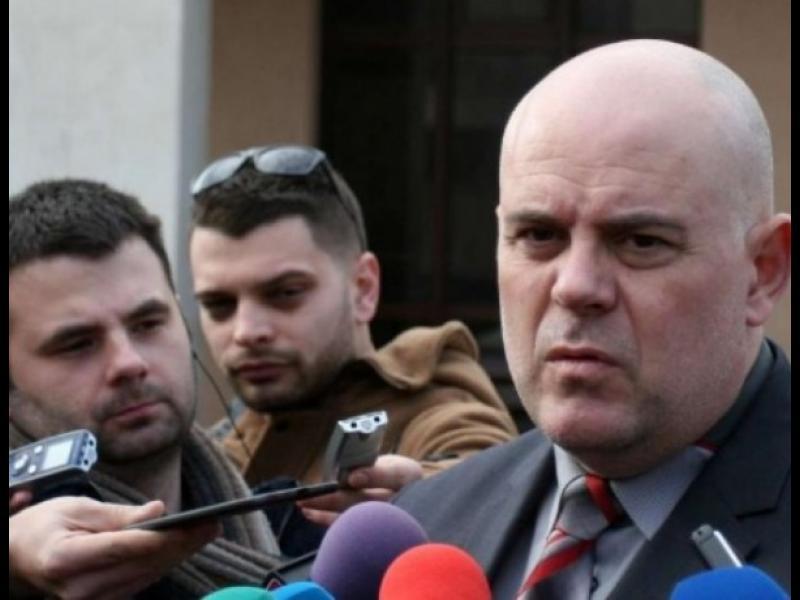 Арабаджиеви не са на почивка, а се укриват, смята прокуратурата