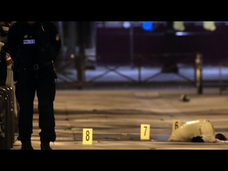Седем души бяха ранени при атака с нож в Париж
