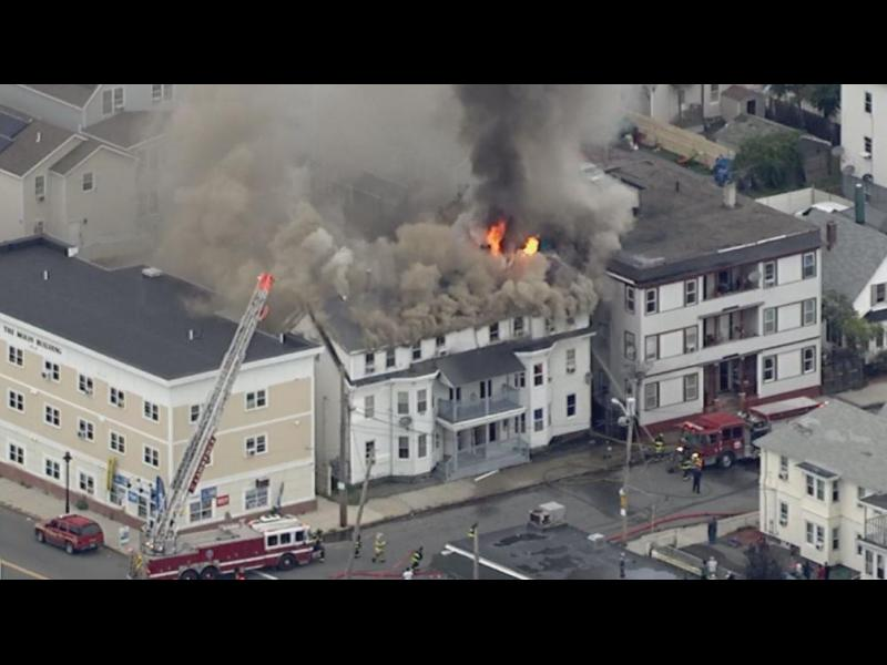Един човек загина, 12 са ранени след експлозии заради пробив на газопровод близо до Бостън - картинка 1