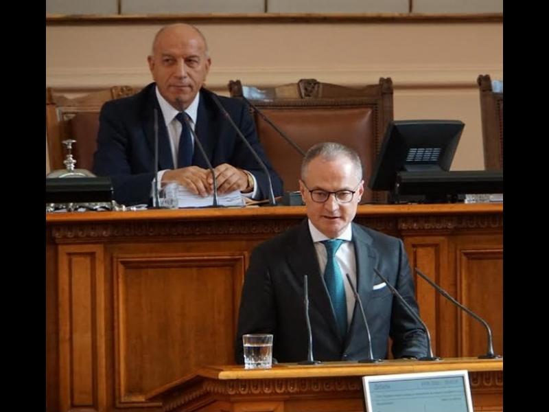 Лозан Панов към Парламента: Телефонните повиквания са заменили епистоларните