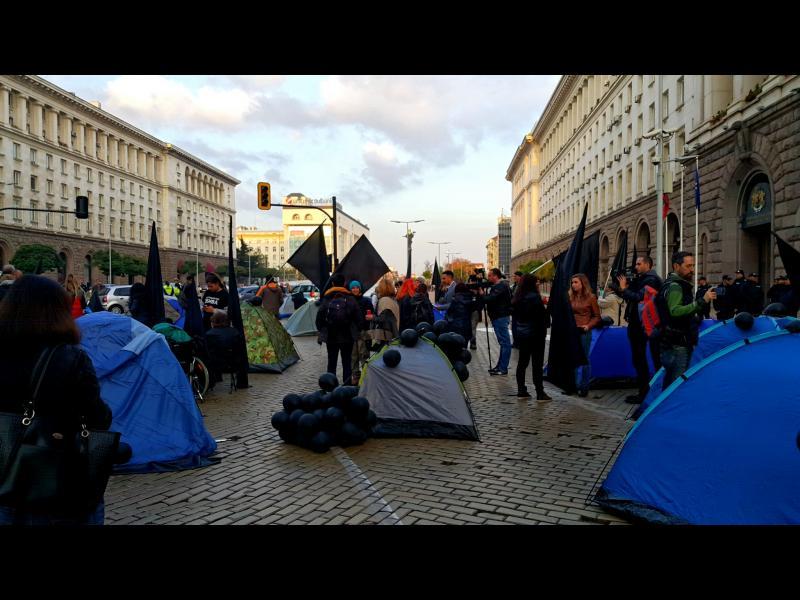 """Илиян Василев: Преди да бъдем политически """"животни"""" сме хора"""