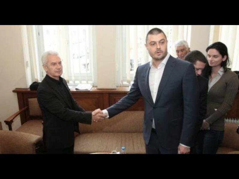 Насочил ли се е Сидеров към европарламента и какво общо има Бареков