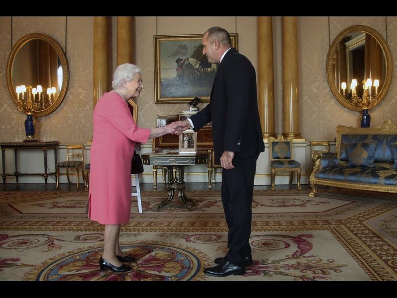 Президентът: Аудиенцията при кралицата не ражда новини, тя е новината