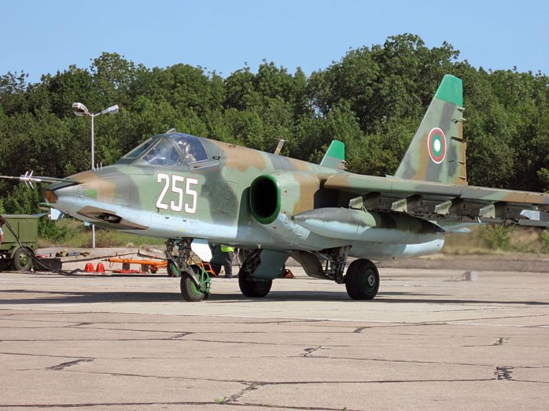 Беларус ремонтира български Су-25 за 310 млн. лв. след обява за 41 млн. лв.