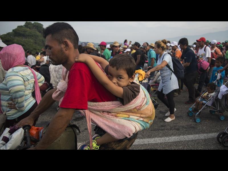 Тръмп затваря границата с Мексико с 5200 военни