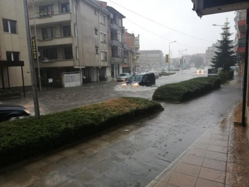 Проливен дъжд наводни Поморие