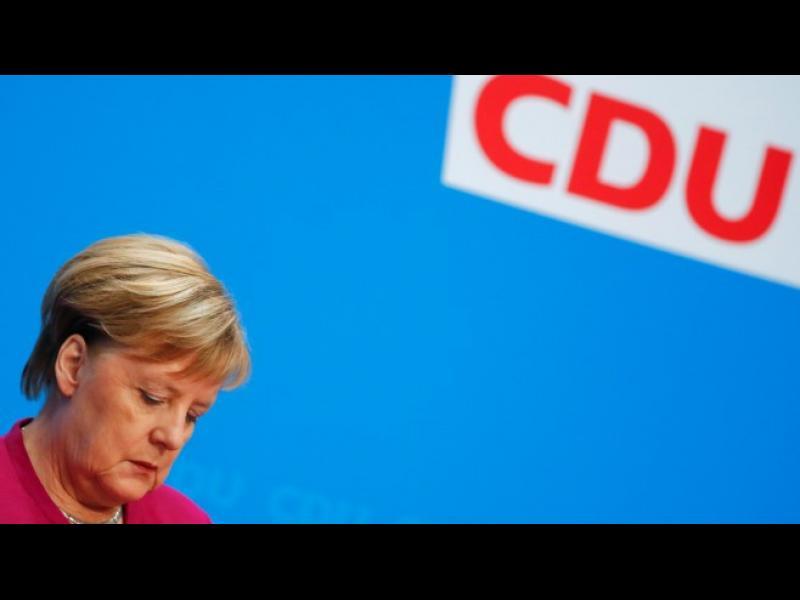 """Как светът приема новината за края на eрата """"Меркел""""?"""