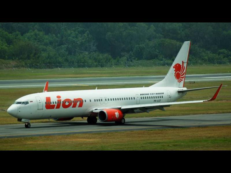 Индонезийски самолет със 188 души се разби край Джакарта