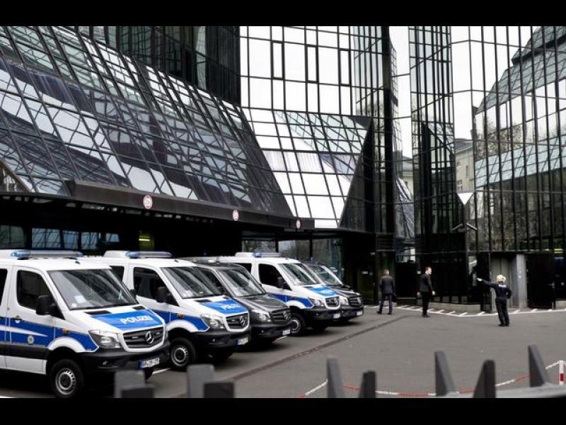 Втори ден продължават обиските в Deutsche Bank