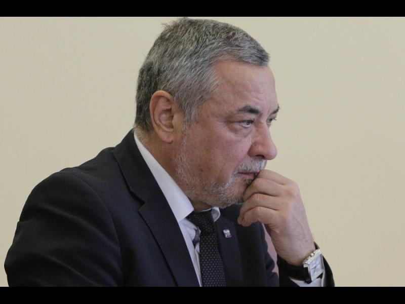 Валери Симеонов: Не може един гологлав чалгар да се изявява като съдия в България