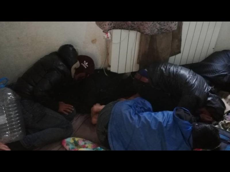 Задържаха 28 незаконни мигранти в София