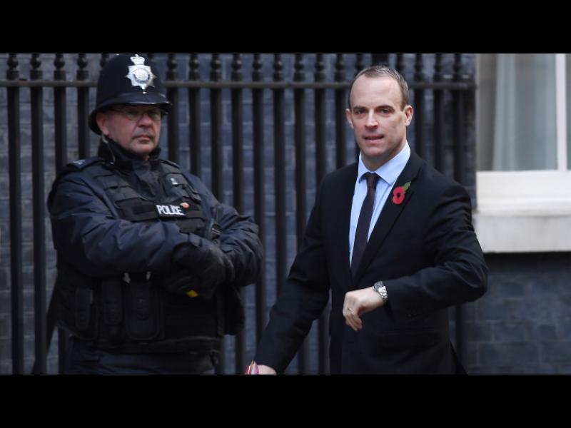 Министърът за BREXIT хвърли оставка