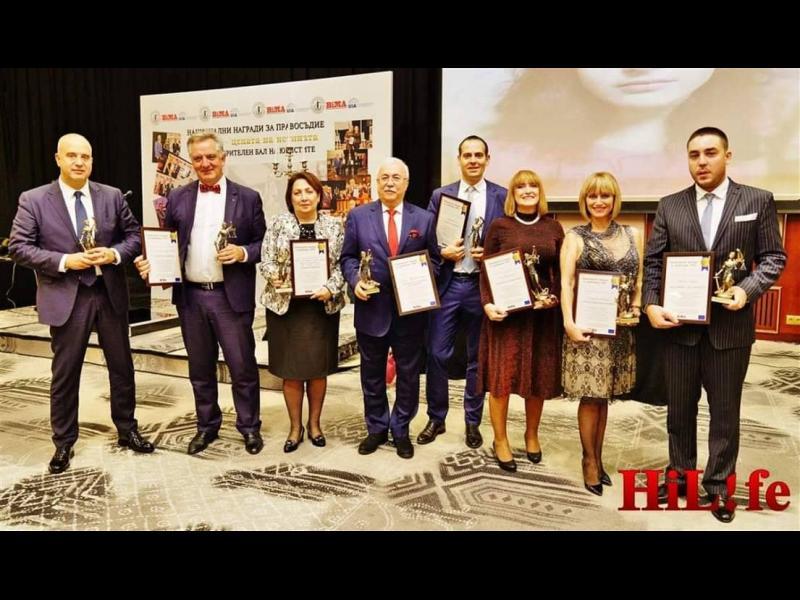 Огнян Герджиков  награди борбена вдовица за Адвокат на годината
