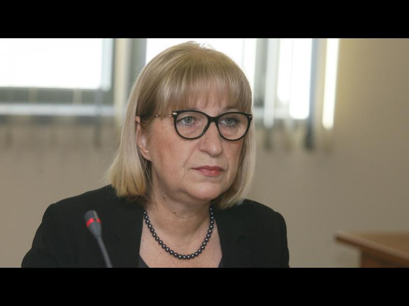 Цачева за килията на Иванчева: А в колко домове нужникът е в двора