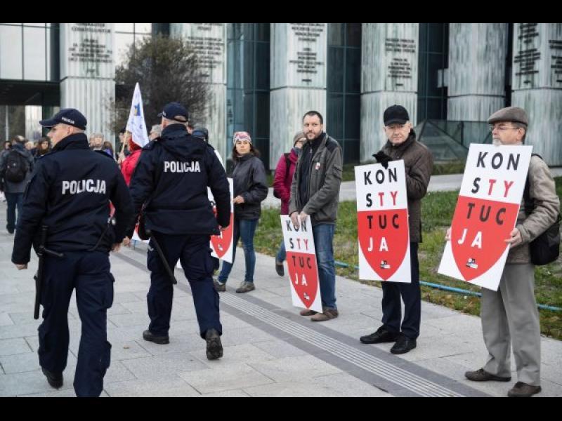 Полша отстъпи пред ЕС за спорната си съдебна реформа