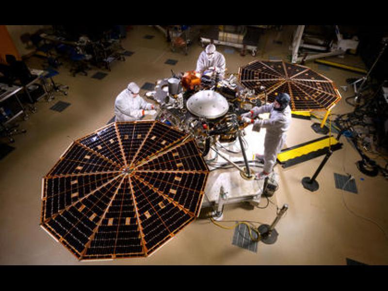 """Сондата на НАСА """"ИнСайт"""" е готова да кацне на Марс"""