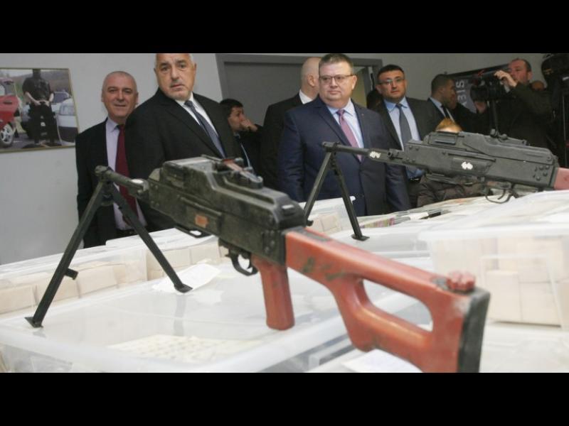 Акциите за незаконните оръжия били умишлено прибързани, подозира бивш ГДБОП шеф
