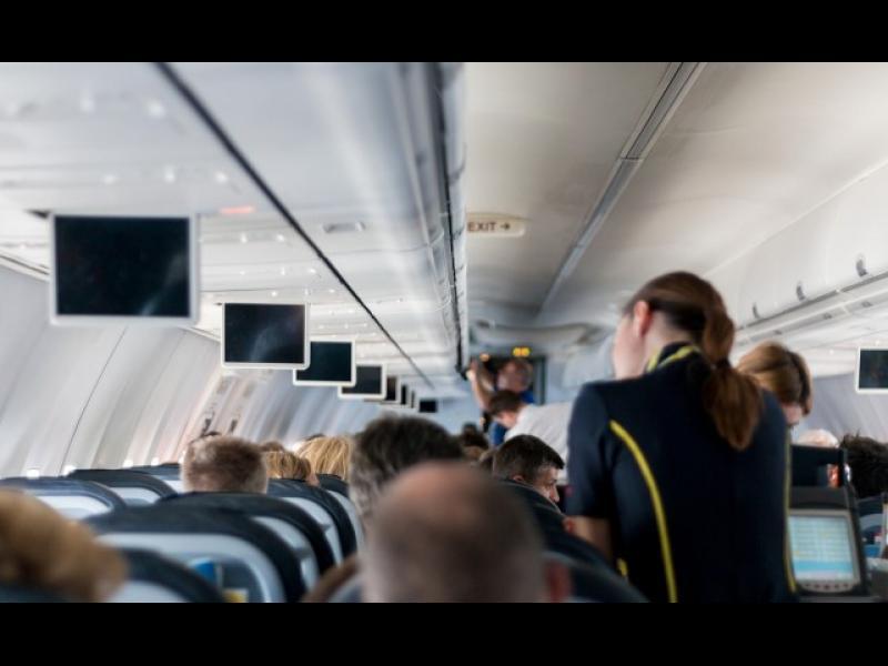 Странни правила, които стюардесите трябва да спазват - картинка 1