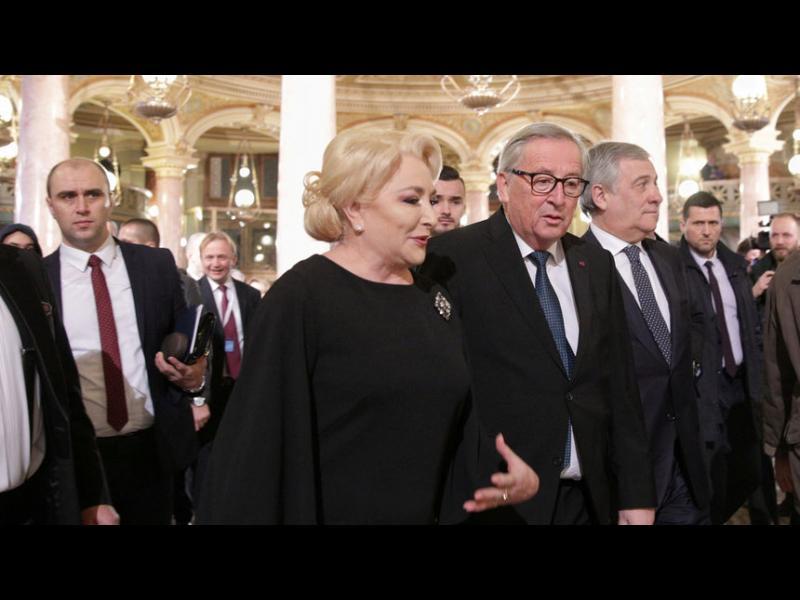 С протести срещу корупцията и предупреждение от ЕС Румъния пое европредседателството