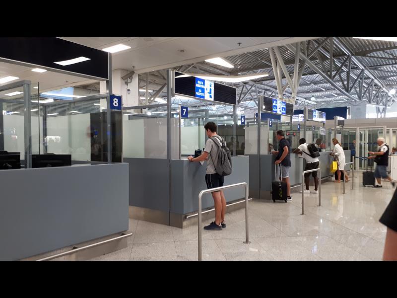 През Истанбул и Атина: търговията с фалшиви паспорти процъфтява