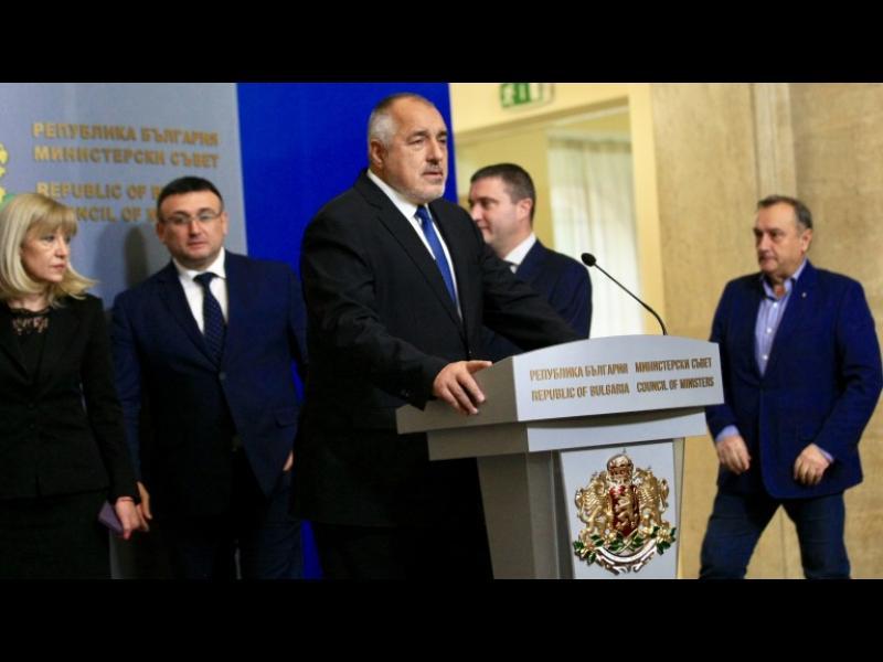 Аламанов: Ние демокрацията само я миришем