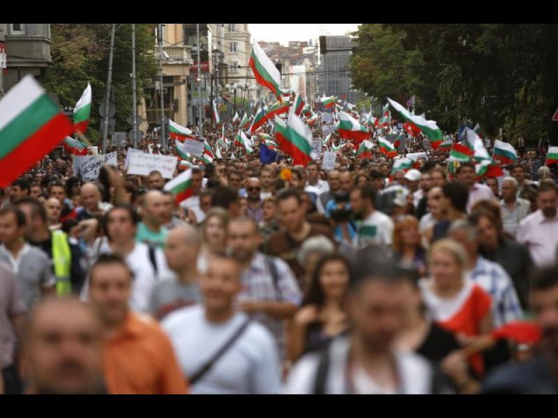 """""""Икономист"""": Демокрацията в България е в стагнация вече 12 години - картинка 1"""