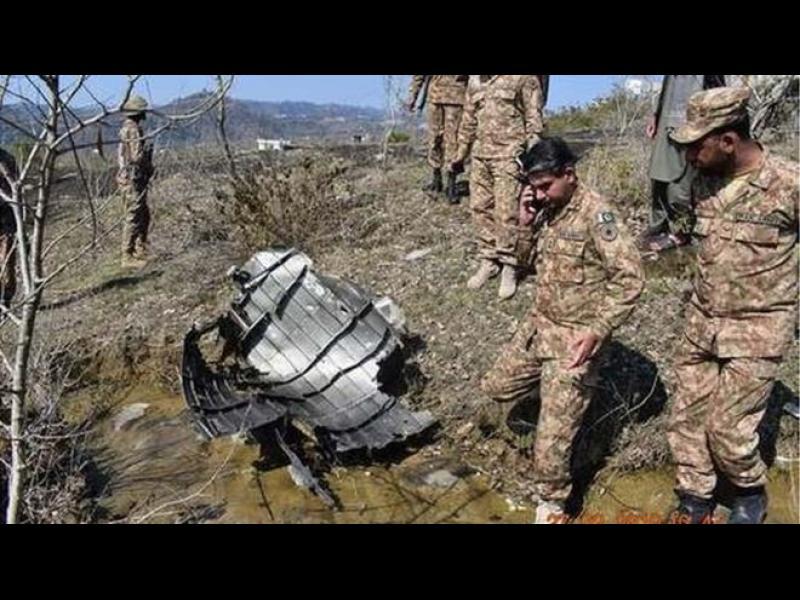 Пакистан свали два военни самолета на Индия във въздушното си пространство