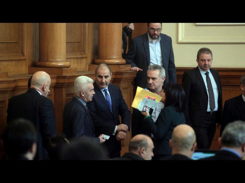 Волен Сидеров: НАТО трябваше да бъде закрита