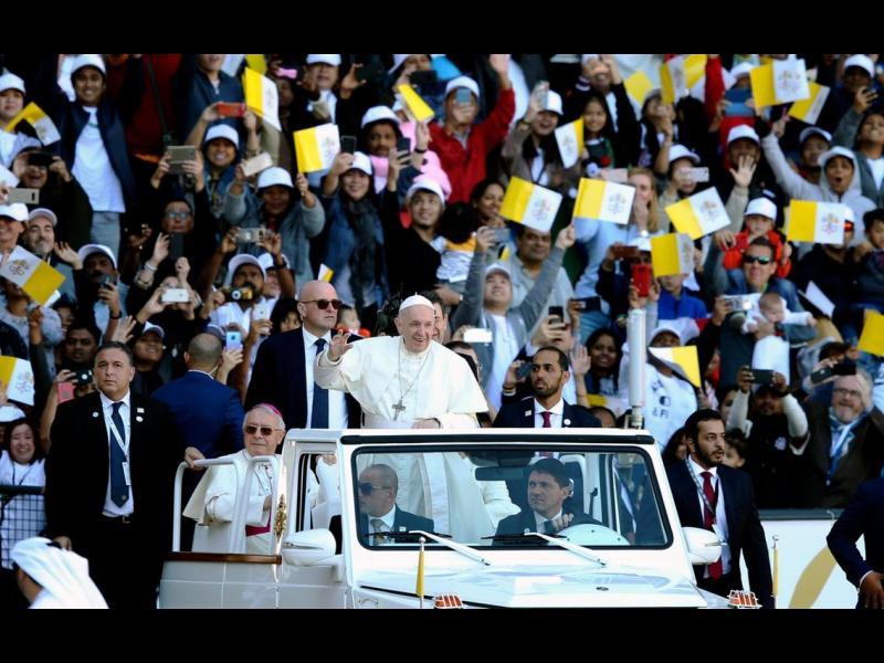 Историческа меса: Папата събра 175 000 на богослужение в ОАЕ