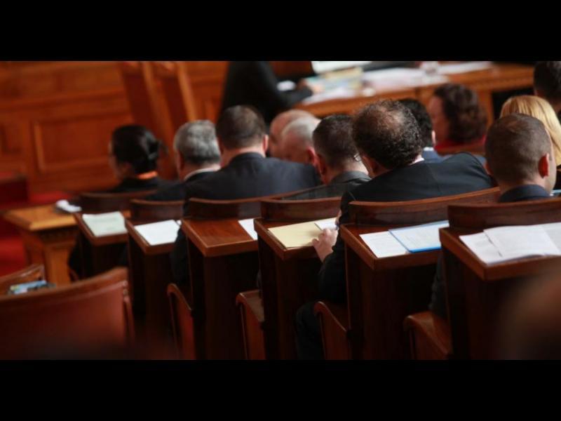 Парламентът прие окончателно промени в Изборния кодекс