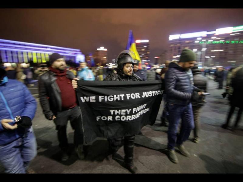 Хиляди на протест в Румъния за независима съдебна система