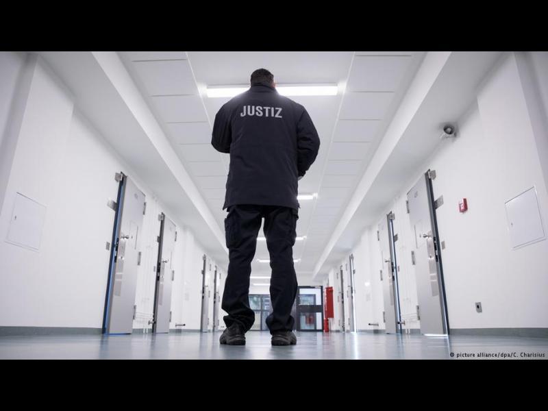 Германия: препълнени затвори и насилие