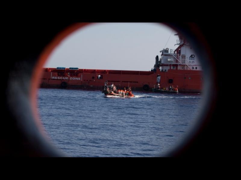 Малтийски спецчасти освободиха отвлечен от мигранти танкер в Средиземно море