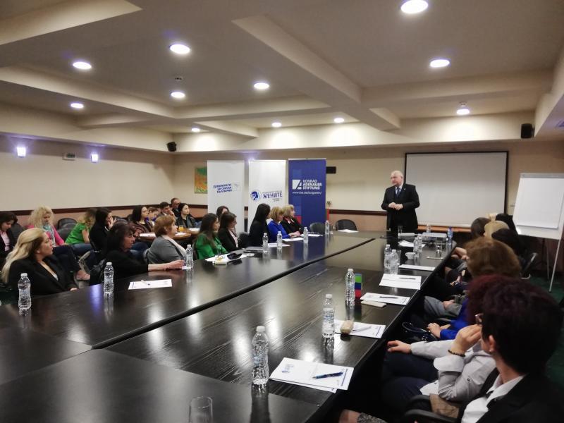 Демократична България с двудневен семинар за жени-политици