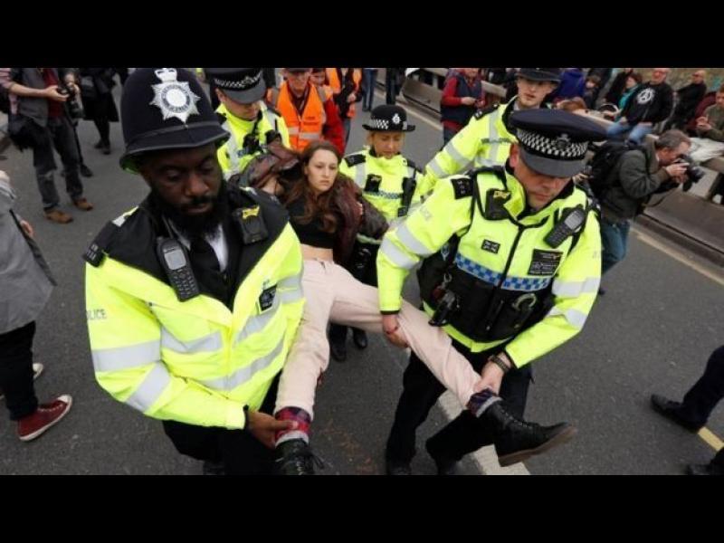 Над 120 души са арестувани на екопротест в Лондон