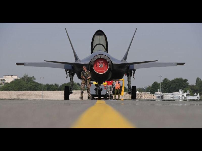 Заради руските ракети С-400 САЩ спряха оборудване за F-35 за Турция
