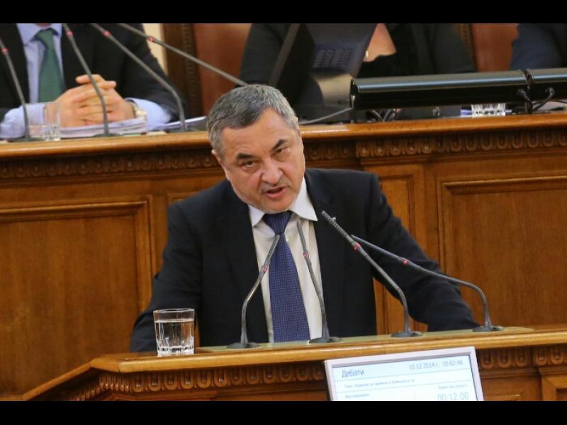 Симеонов: Парламентът се обезкървява и Борисов е виновен