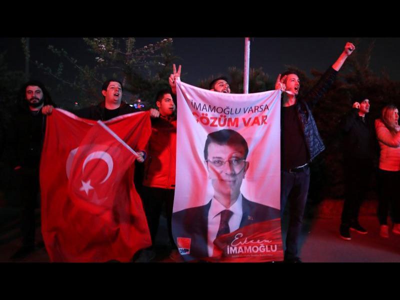 Ердоган губи контрола над големите градове и богатите провинции на Турция