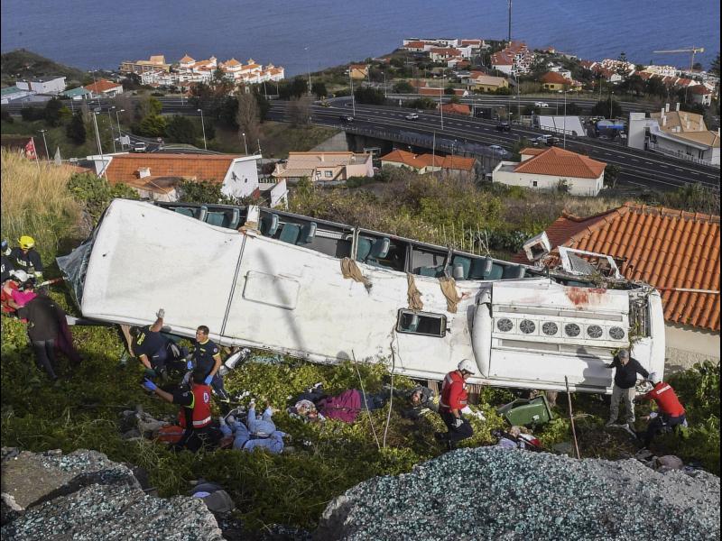 29 жертви в катастрофа на автобус с германски туристи в Мадейра