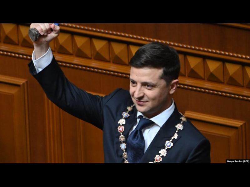 Зеленски се закле, разпусна парламента и поиска смяна на главния прокурор