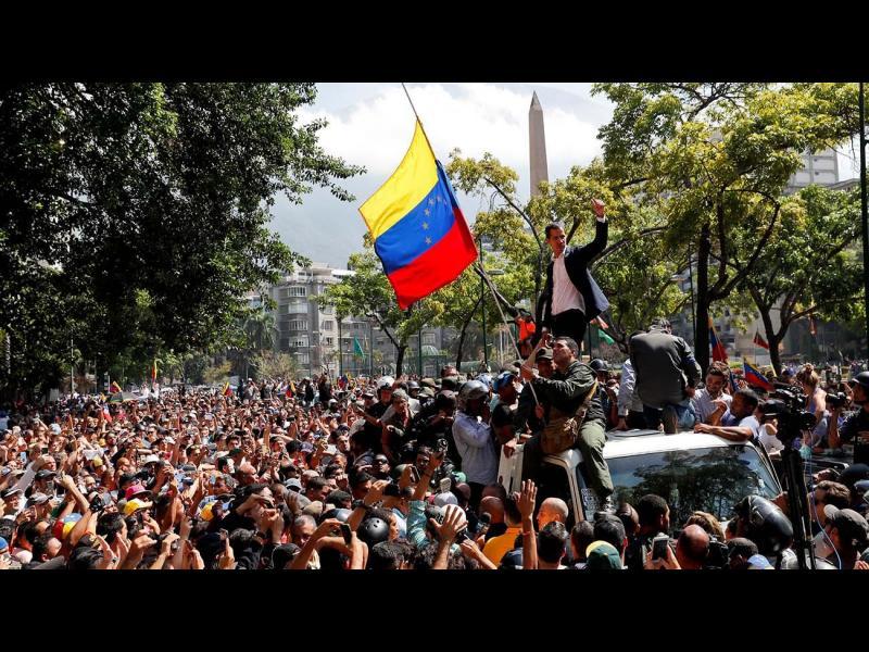"Двама убити на протестите във Венецуела, Мадуро обяви ""голям план за промени"""