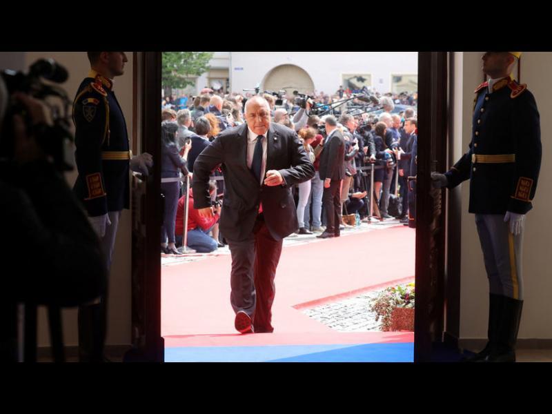"""""""Гардиън"""": Борисов печели с усукване и ласкателства"""