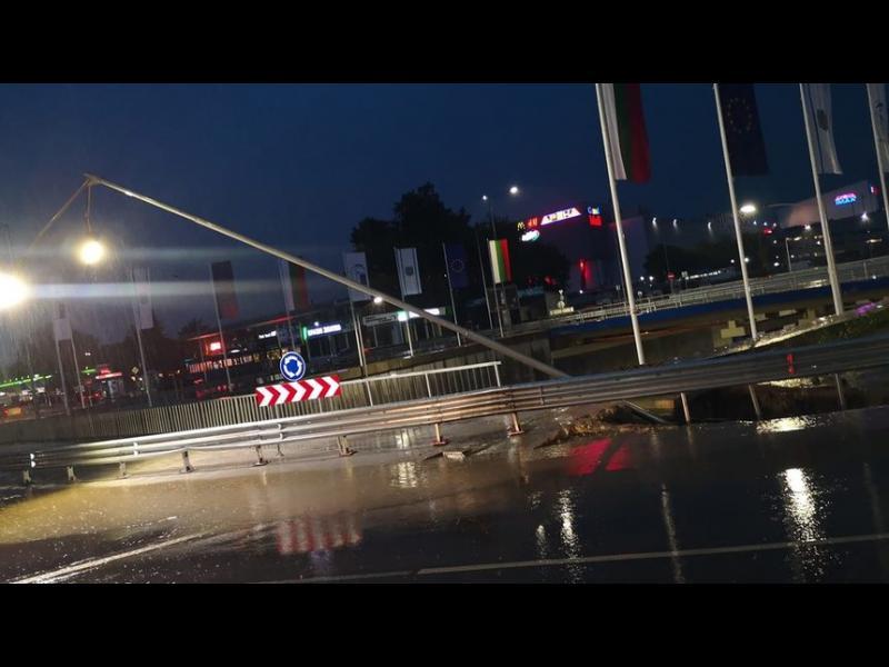 Чисто ново двуетажно кръстовище във Варна пропадна при първия силен дъжд