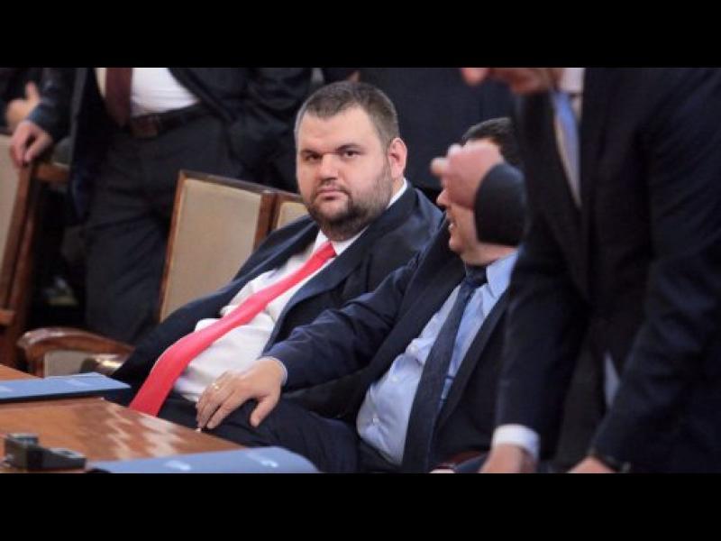 Парламентът към БОЕЦ: Депутатът Пеевски е работил ЕДИН ден. За две години - картинка 1