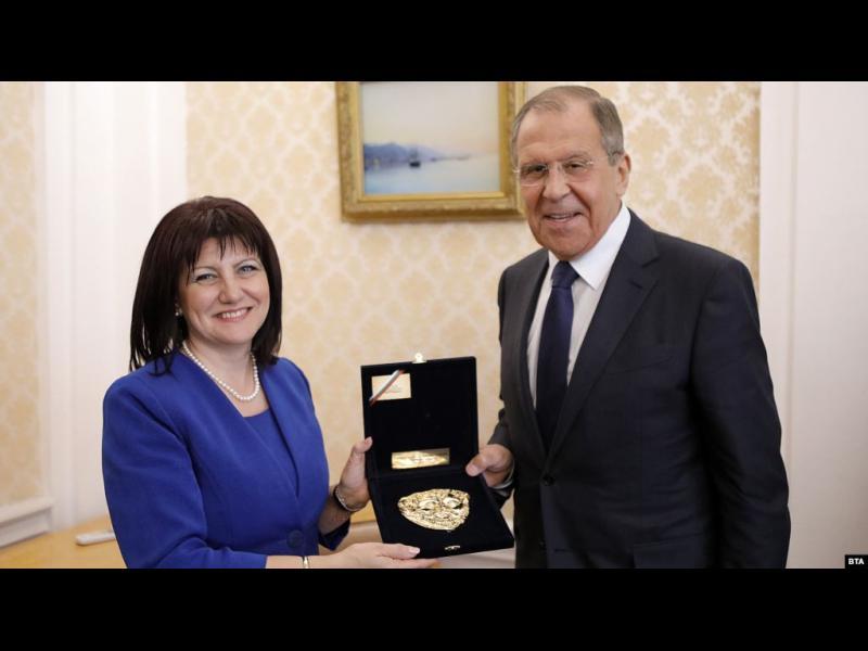 Караянчева обяви България за мост между НАТО и Русия