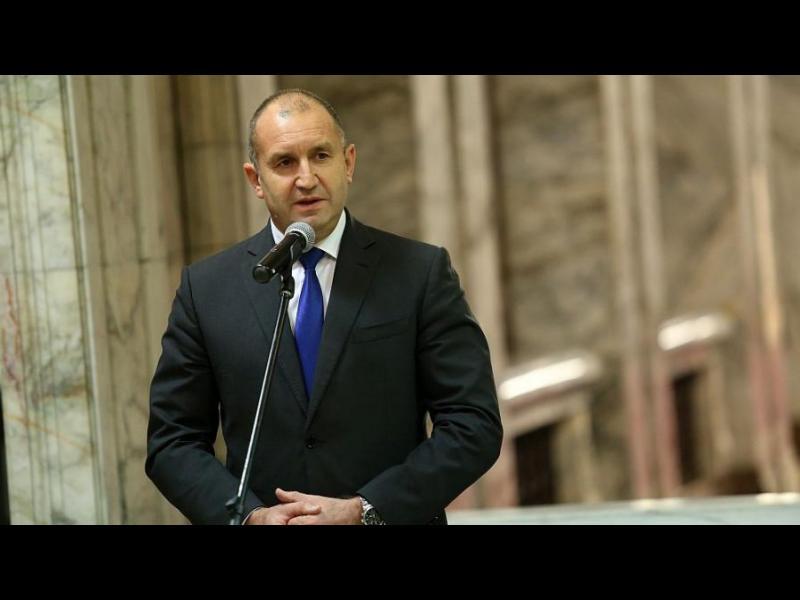 Румен Радев: Премиерът няма време да чете Конституцията и законите - картинка 1