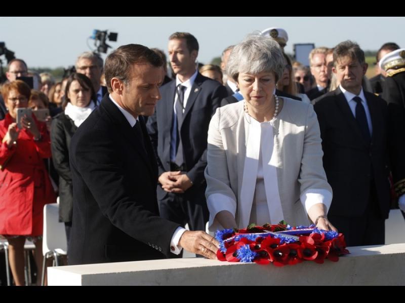 Макрон и Мей заедно в Нормандия